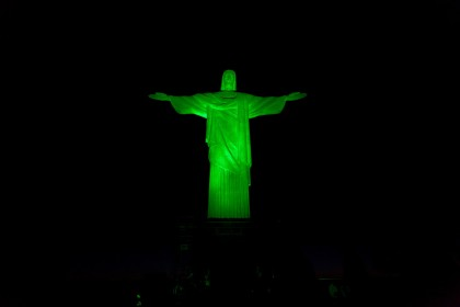 pic-2-christ-the-redeemer-statue-joins-tis-global-greening-2014-e14390353253551